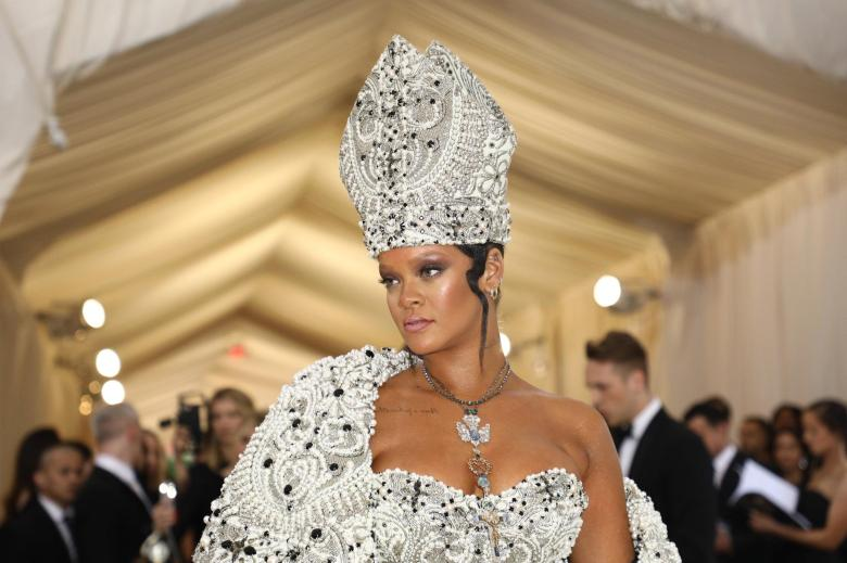 Met-Gala-2018-Rihanna-Nicki-Minaj-Chadwick-Boseman-Take-the-Red-Carpet.jpg